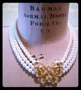 Avon Bow Butterfly Pearl Choker Necklace